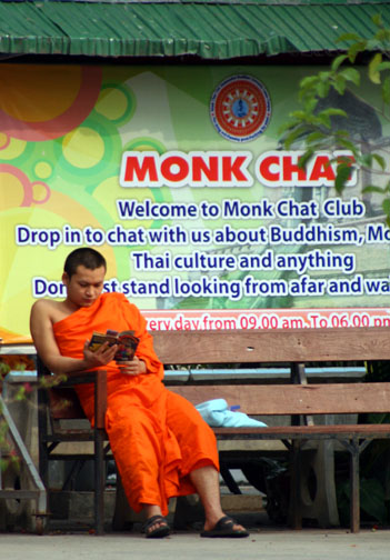 Wat Chedi Luang monk chat