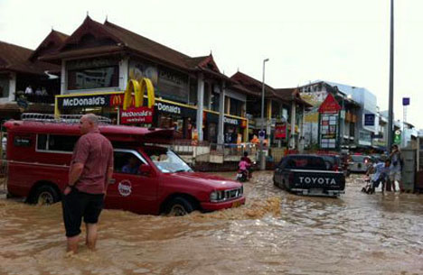 chiang mai flood 2011
