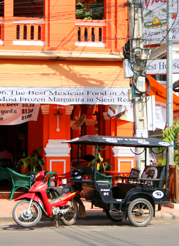 Daytime colors of Siem Reap.