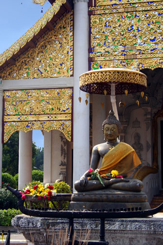 Wat Chedi Luang in Chiang Mai is best known for its humongous chedi. Its impressive wiharn at the front of the wat is often called a bot on the internet, which unusually enough is not necessarily incorrect.
