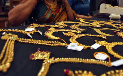 The difference in price between bullion and jewelry is minor when purchasing gold in Thailand.