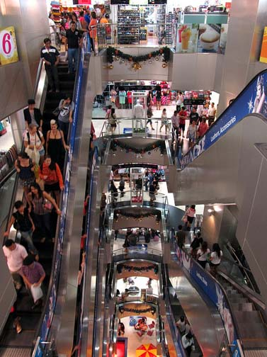 With an average of just under 400 shops per floor, keeping an eye on the escalators can help keep you from getting lost. But you will get lost anyway.