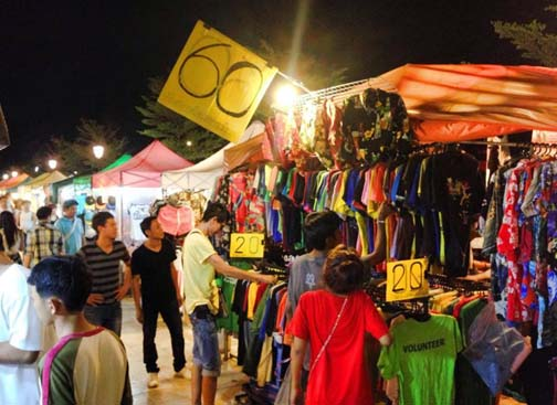 Great bargains, tons of vendors, and lots of eye candy make a visit to the Talat Rot Fai market a must.