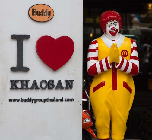 Farang who wai improperly look like the clowns that they are.